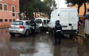Pioggia e caos al mercato di Sant'Angelo: interviene la Polizia Municipale