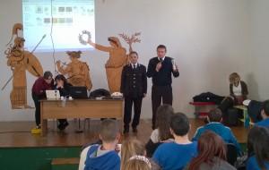 Giornata Mondiale degli Insegnanti: la Polizia di Stato incontra gli studenti delle scuole elementari