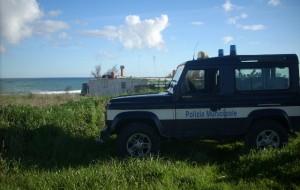 La Polizia Municipale contro l'abusivismo sulla litoranea nord