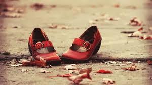 """È ora di restituire le """"scarpette rosse"""" al mondo delle favole. Di Guido Giampietro"""