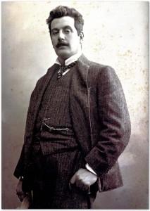 Giacomo Puccini in un ritratto fotografico (c. 1900) di Mario Nunes Vais (1856-1932). Firenze  Archivi Alinari