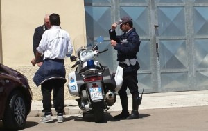 """Questura e Polizia Locale contro i parcheggiatori abusivi: un uomo riceve il """"Daspo Urbano"""""""