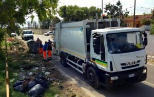 Abbandono di rifiuti sulla litoranea: intervengono Polizia Municipale ed azienda rifiuti