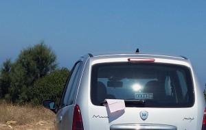 Polizia Municipale: multe per auto sulla falesia e per violazione del conferimento rifiuti