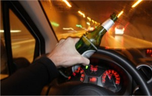 Guida drogato ed ubriaco e provoca incidente: denunciato 27enne