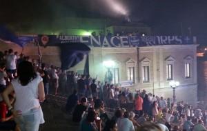 Le colonne romane ed un migliaio di tifosi accolgono il nuovo Brindisi