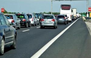 Traffico in tilt sulla 379 per la presenza di lamiera da relitto pericolanti