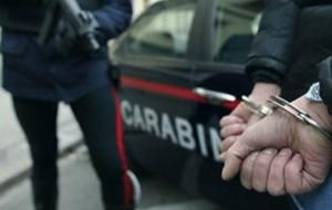 A spasso con erba e fumo: arrestato 19enne