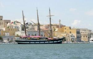 Nel porto di Brindisi la nave scuola Palinuro: imbarcherà gli allievi marescialli. Gli orari delle visite