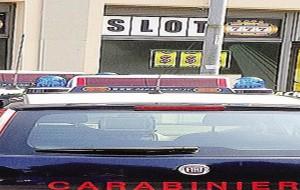 Coronavirus: la Polizia denuncia otto persone: dopo le 20.00 erano in un circolo privato con slot machine attive