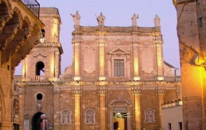 Ladri senza scrupoli: rubate dalla Cattedrale di Brindisi le offerte di Natale destinate alle famiglie povere