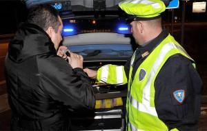 Tasso alcolemico al doppio del consentito: denunciato dopo incidente stradale