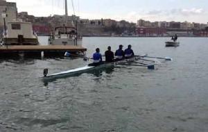 Giuseppe Abbagnale a Brindisi per una regata di canottaggio: tutte le foto