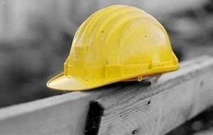 Operaio edile cade da un'impalcatura di cinque metri di altezza ma nessuno denuncia l'incidente. Indagano Carabinieri e Spesal