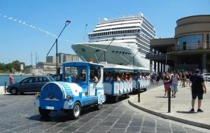Speciale Video Agenda Brindisi sull'approdo della Magnifica nel porto interno di Brindisi