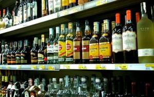 Sorpreso a rubare bottiglie di liquore dal centro commerciale: arrestato