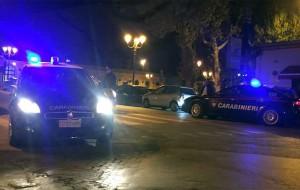 Non si ferma all'alt dei Carabinieri: pregiudicato catturato dopo inseguimento, in auto erba e coca