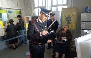 Si finge Carabiniere e tenta di truffare anziana donna