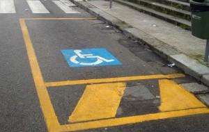 Strisce blu e disabili: occorre buon senso e rispetto dei regolamenti. Di Marco Greco