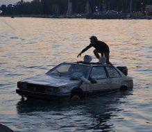 Una Maserati galleggiante nel porto di Brindisi: ecco l'Automare che sta circumnavigando l'Italia