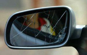 Tentano la truffa dello specchietto ma non riesce: denunciati due nomadi
