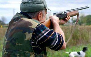 A caccia con richiamo vietato: arrestati due fratelli, uno di loro era anche privo di porto d'armi