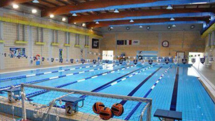 Corsi di nuoto per adulti alla piscina di contrada - Corsie per piscine ...