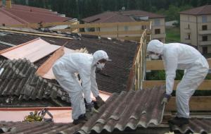 Problematiche Amianto: gli operai del Polo brindisino al presidio presso la Prefettura di Bari