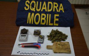 In casa 80 grammi tra hashish ed marijuana: arrestato 26enne di Brindisi