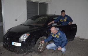 Scoperto nuovo covo di auto rubate: tre giovani nei guai