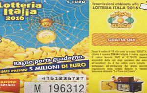 """Compra un biglietto della Lotteria Italia e lo regala alla New Basket Brindisi: """"magari riusciamo a discutere per un nuovo Palazzetto"""""""