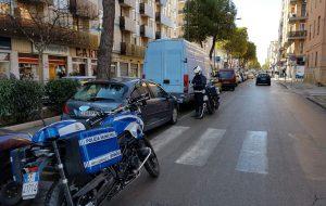 Auto su strisce pedonali e scivoli per disabili: multati 15 incivili
