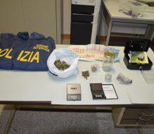100 grammi di droga nascosti sotto il tavolo: ancora un arresto a Brindisi