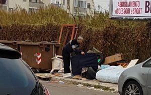 Discarica abusiva nel cuore del Quartiere Cappuccini: il Comune intervenga