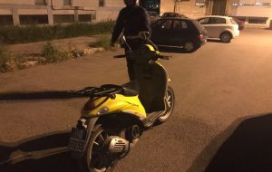 La PM di Brindisi recupera uno scooter rubato alle Poste. Era nascosto in Piazza Giotto a Sant'Elia