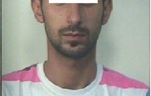 Cellulari e notebook a prezzi stracciati sul web: arrestato per 62 truffe online con falsi conti PostePay