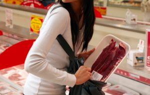Fermati con merce rubata da due supermercati: 4 extracomunitari arrestati ed espulsi