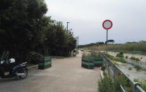 Rimossi i blocchi all'ingresso del Parco Cillarese: deficienti scorrazzano in moto tra i viali e i muretti a secco
