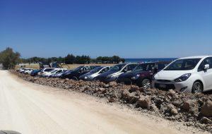 Giornata di ordinario caos sulla litoranea a nord di Brindisi: decine di multe, da Via Materdomini a Torre Guaceto