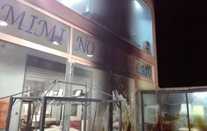 Da alle fiamme un mobilificio per rancore nei confronti dei proprietari