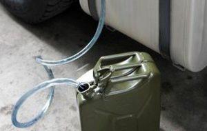 Rifornisce auto privata con la scheda carburanti dell'Asl: dipendente denunciato per peculato