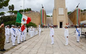La Marina Militare ha ricordato a Brindisi tutti i caduti in mare: le foto della cerimonia