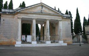 Ognissanti e Commemorazione dei defunti: orario continuato per il cimitero di Ostuni