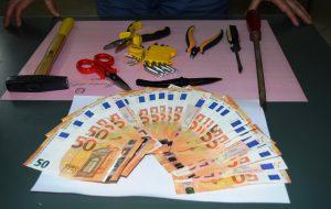 Ruba valigie e souvenir da auto in sosta: pregiudicato in manette