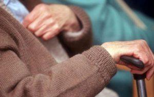 Circuisce anziani ed invalidi e truffa 50mila euro: arrestata 32enne