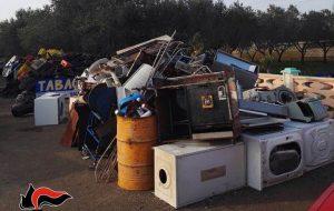 Adibisce terreno a deposito incontrollato di rifiuti: denunciato