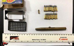 Nasconde penna-pistola nel comodino della camera da letto: arrestato 60enne