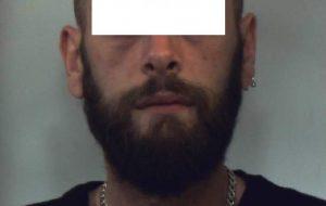 Hashish sotto il registratore di cassa: arrestato titolare di bar