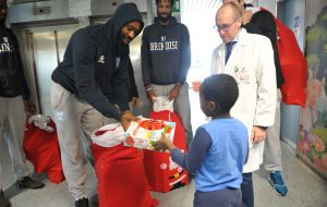 Natale biancoazzurro in pediatria con la Happy Casa Brindisi