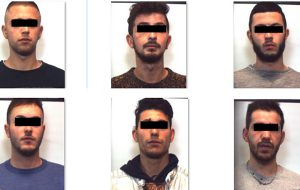 Picchiano gestori di un pub, fuggono all'arrivo dei Carabinieri e si schiantano con l'auto: arrestati sei giovani
